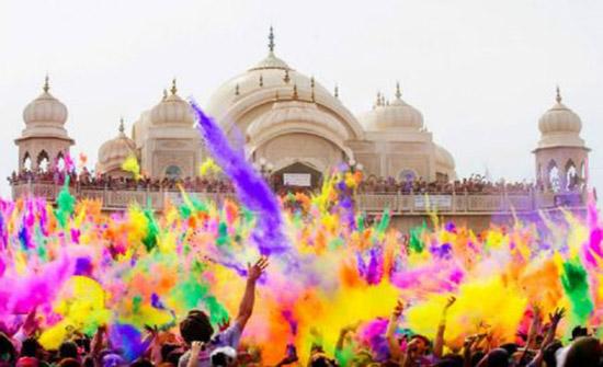 فيديو: مهرجان الألوان في الهند!