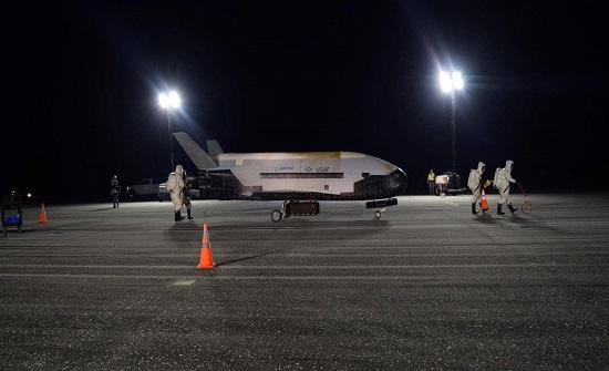 """الطائرة الفضائية السرية """"إكس-37 بي"""" وصلت إلى فلوريدا"""