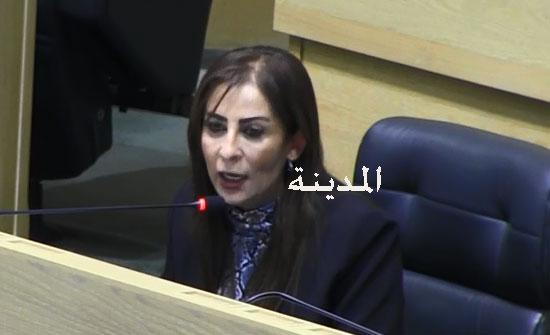 """غنيمات تشارك بحملة """"لتزهو مدارسنا"""" في دير علا والسلط"""