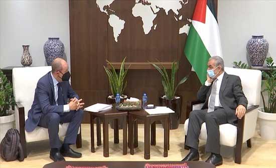 اشتية يبحث مع مبعوث واشنطن إعادة إعمار غزة وتعزيز العلاقات