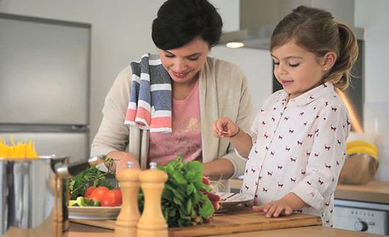 3 عادات تؤدي إلى زيادة وزن طفلك