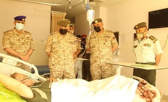 كبار ضباط القوات المسلحة يعودون المرضى في المستشفيات العسكرية
