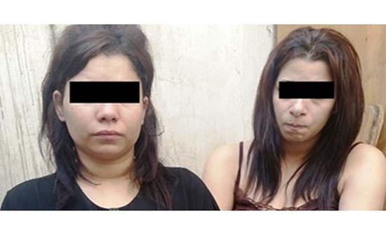 ضبط سيدة مصرية وابنتها متلبسين أثناء ممارسة الرذيلة