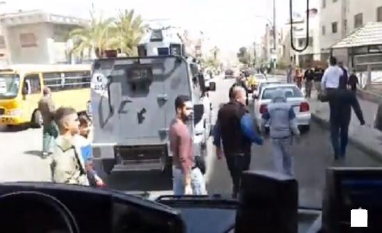 فيديو : الامانة تدعو المواطنين إلى عدم التجمهر أمام باصات توزيع الخبز
