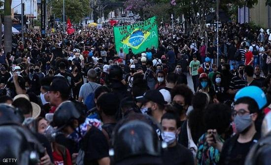 بسبب الرئيس البرازيلي.. تظاهرات رغم كورونا