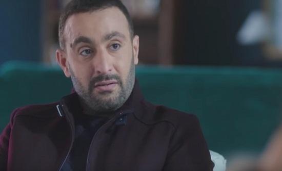 شاهد.. احمد السقا يعلق على السخرية من اطلالة زوجته
