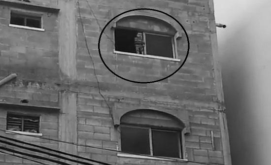 فيديو : إنقاذ طفل من موت محقق في غزة