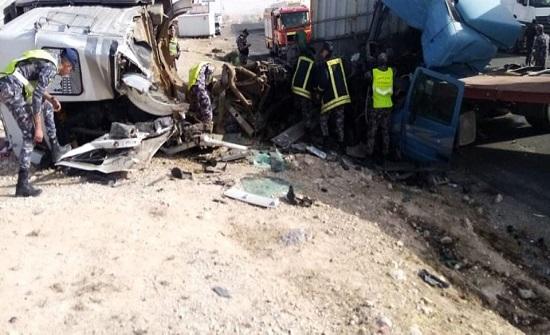 بالصور : 5 اصابات في حادث تصادم على الطريق الصحراوي