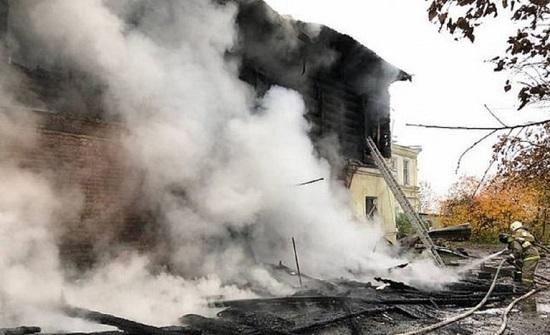 """روسيا : بينهم 5 أطفال.. رجل يقتل 7 أشخاص حرقًا بسبب """"دولار"""" (صور)"""