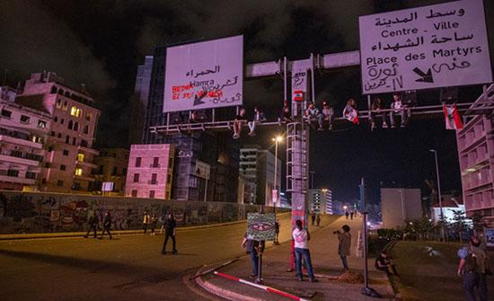 دعوات لفتح الطرق والبقاء في الميادين بعد استقالة الحريري