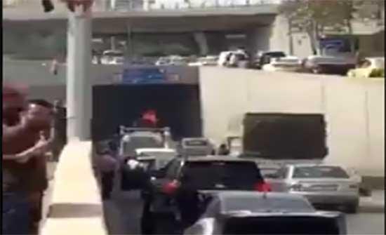 احتراق سيارة اسفل جسر الشميساني .. بالفيديو