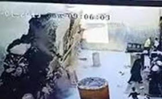 بالفيديو : لحظة انهيار سور الكنيسة الأثرية بدير أبو فانا بملوي