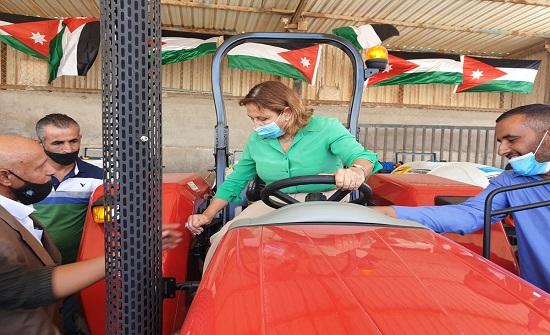 السفارة الاسبانية تسلم معدات لعدد من البلديات في المفرق