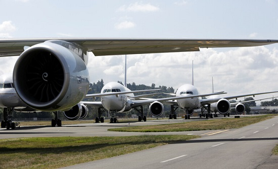 """فلسطينيان يحولان طائرة """"بيونغ 707"""" إلى مطعم (صور)"""