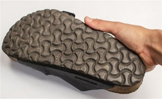 هل ترك الحذاء مقلوباً حرام؟