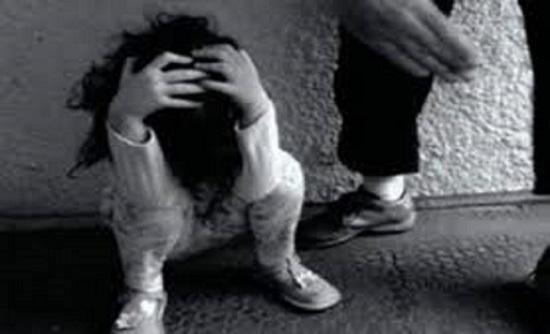 فلسطين : أب يضرب ابنته الصغيرة حتى الموت