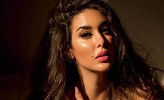 بإطلالة كلاسيكية.. ياسمين صبري بالتايجر تبرز جمالها على البيانو
