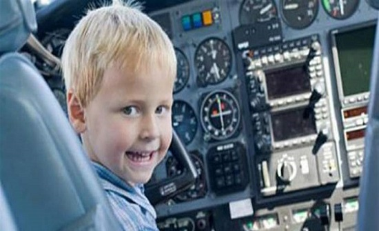 """مزحة """"الطّفل الإرهابي"""" تُرعب ركاب طائرة! (فيديو)"""