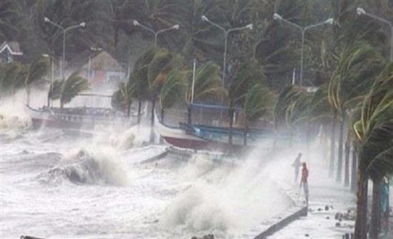إعصار قوي يضرب جنوبي اليابان ويتسبب بانقطاع التيار الكهربائي