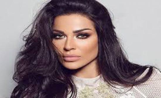 ورم وعلامات في وجهها .. اول ظهور لنادين نجيم بعد اصابتها بانفجار بيروت - صورة