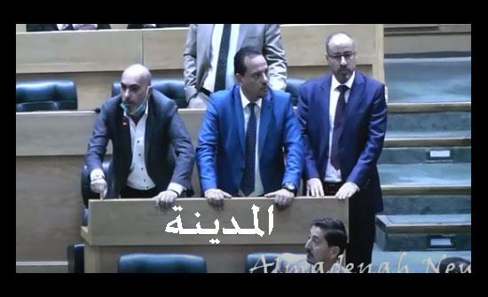 فيديو : نواب يهاجمون رئيس مكافحة الفساد مهند حجازي وكريشان : لن نسمح بالاساءة للمجلس