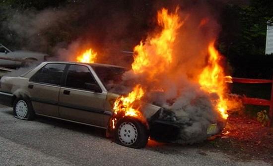 المانيا : اضرم النيران في السيارة وزوجته بداخلها
