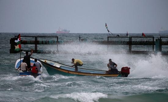 القوات الإسرائيلية تطلق النار على قوارب الصيادين ببحر غزة