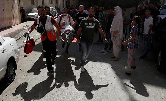 عشرات الجرحى في اقتحام الجيش الإسرائيلي مخيما جنوب رام الله .. صور وفيديو