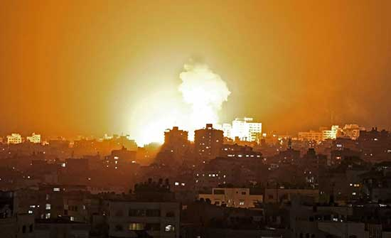 انقطاع الكهرباء وسط غزة بسبب القصف الإسرائيلي