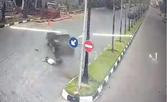 سيدة تنجو بأعجوبة بعدما دهستها سيارة طائشة (فيديو)
