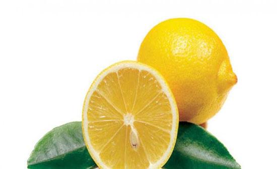 رغم فوائده.. ست مخاطر وآثار جانبية لتناول الليمون