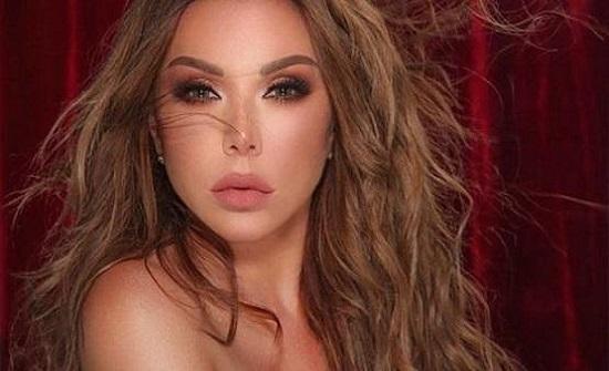 رزان مغربي تقبل منظما بمهرجان الجونة - فيديو