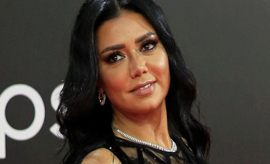 بإطلالة جريئة.. رانيا يوسف تتألق بفستان أسود