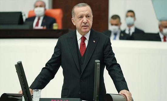 أردوغان يتواصل مع شابين تركيين أنقذا شرطيا في هجوم فيينا رغم إصابة احدهما