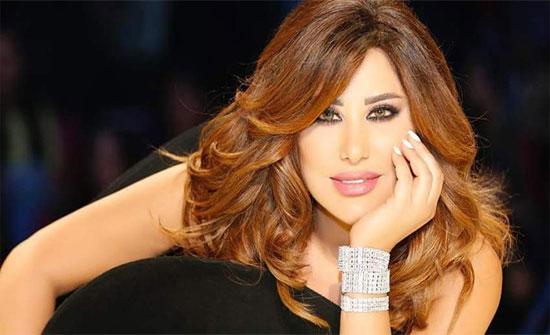 شاهد : نجوى كرم تبهر المتابعين بإطلالة شبابية ببنطلون أحمر وجاكت جلد