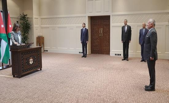 دبابنة والحسيني يؤديان اليمين القانونية أمام الملك