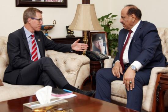 وزير الداخلية يلتقي المنسق المقيم للأمم المتحدة