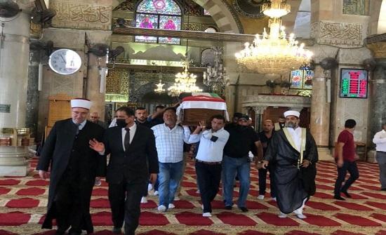 شاهد..مراسم عسكرية لدفن رفات الشهيد الأردني في الأقصى