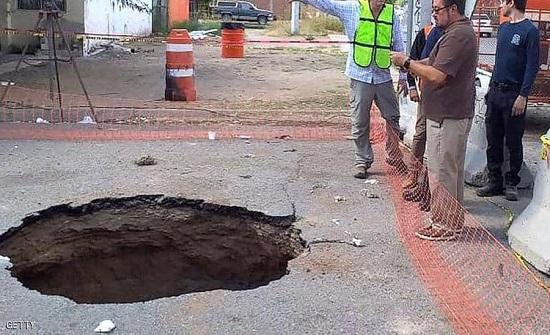 """المكسيك : سقط في حفرة واختفى.. عمليات بحث مستميتة عن """"رجل المجاري"""""""