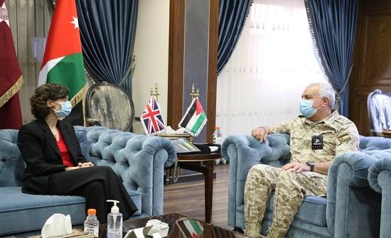 رئيس هيئة الأركان يلتقي السفيرة البريطانية