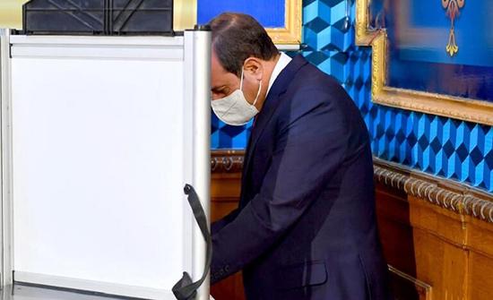 مصر.. السيسي يدلي بصوته في انتخابات مجلس الشيوخ (صور)