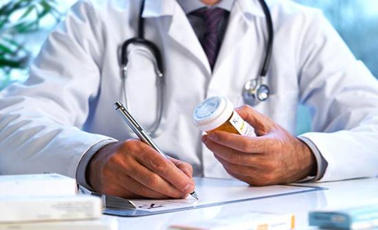 الاطباء تدعو للالتزام بلائحة الأجور