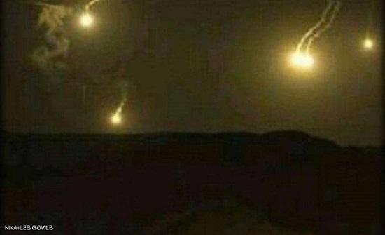حدود لبنان وإسرائيل.. رشقات ثقيلة وقنابل مضيئة