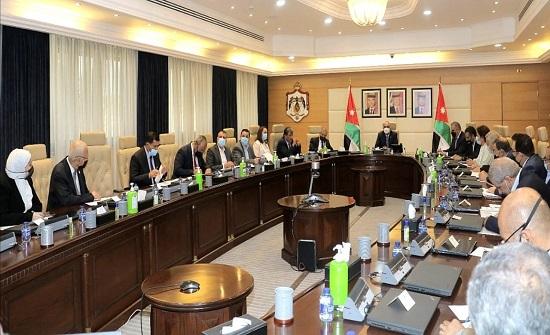 رئيس الوزراء يؤكد أهمية بناء استراتيجية واقعية لقطاع النقل وقابلة للتطبيق