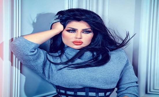 حليمة بولند تصدم جمهورها بملامحها بالحجاب - فيديو