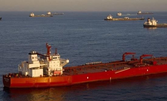 بلومبيرغ: عقوبات أميركية تستهدف حركة النفط بين إيران وفنزويلا