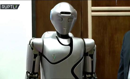 بالفيديو : إيران تكشف عن أول روبوت لها من الجيل الرابع