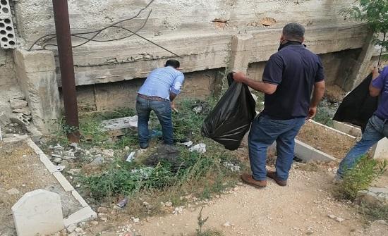 بلدية كفرنجة تنفذ حملة لتنظيف المقبرة الإسلامية