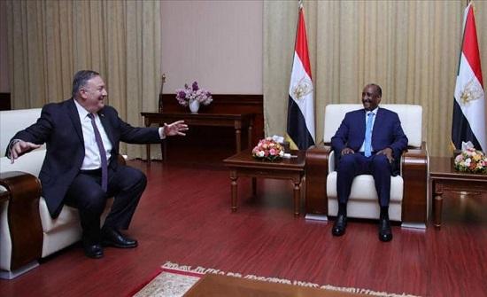 البرهان وبومبيو يبحثان رفع اسم السودان من قائمة الإرهاب