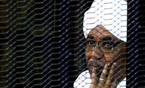 المحكمة الدستورية السودانية تنظر في إمكانية تسليم البشير وقيادين آخرين إلى لاهاي
